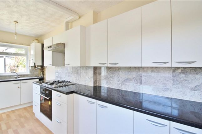 3 bed property to rent in Grange Road, Ilford IG1