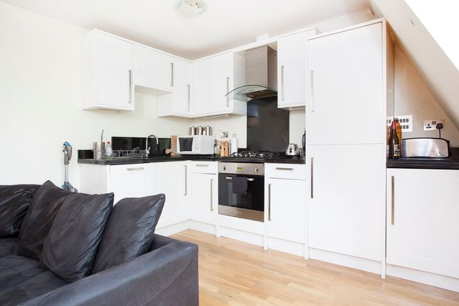 2 bed flat to rent in Chiswick High Road, London