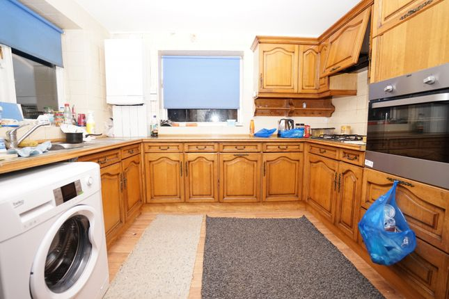 Thumbnail Shared accommodation to rent in Nelmes Road, Hornchurch