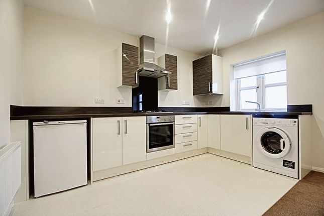 Thumbnail Flat for sale in Village Green Way, Kingswood, Hull
