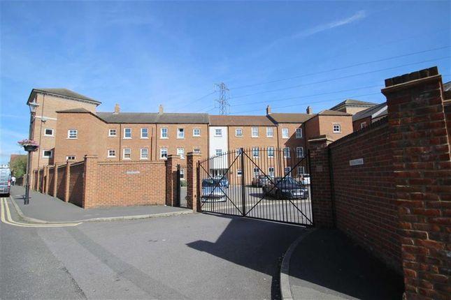Thumbnail Flat to rent in Pine Street, Aylesbury