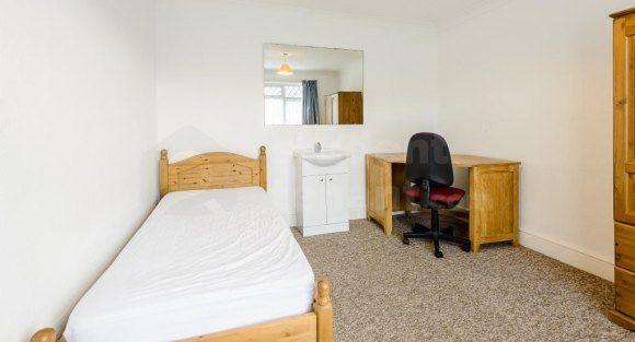 140 Alder Road - Room 2 (Af)
