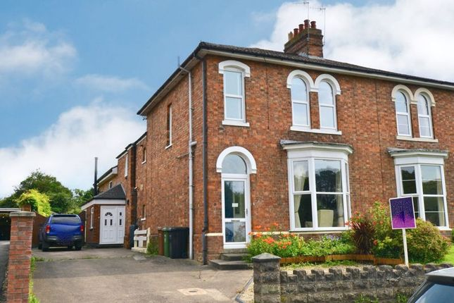 Thumbnail Semi-detached house for sale in Waterside, Evesham