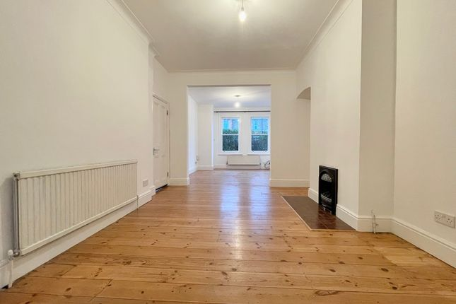 Thumbnail Flat to rent in Hewitt Avenue, London