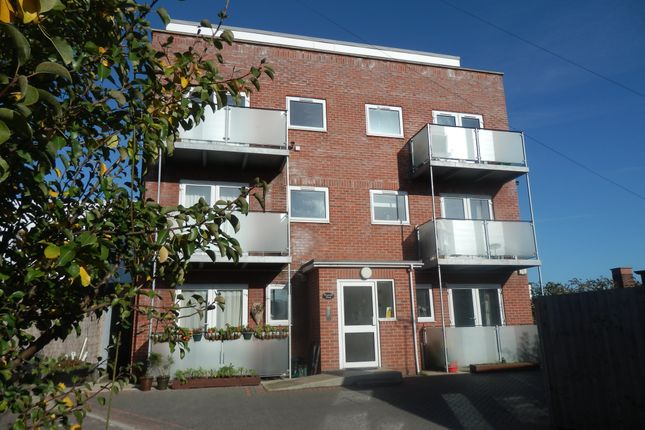 Thumbnail Flat to rent in Holly Close, Dovercourt