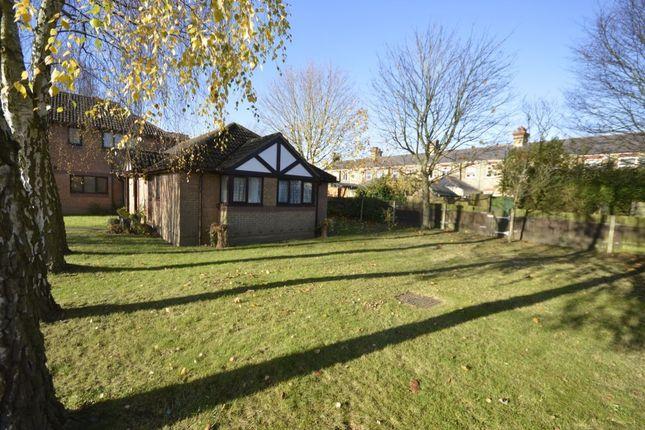 Thumbnail Bungalow for sale in Stewart Close, Abbots Langley