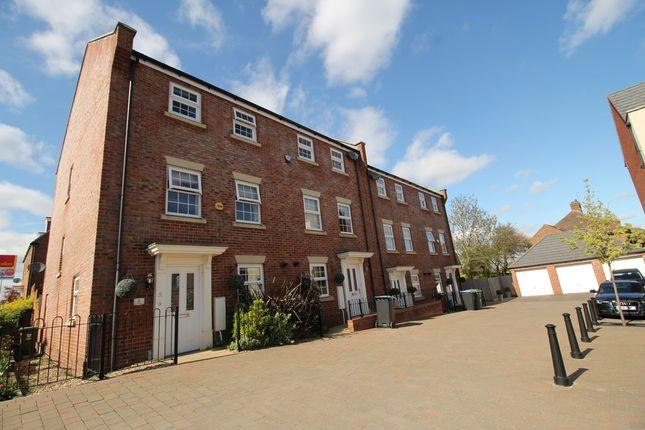 Thumbnail Town house for sale in Shearwater Road, Hemel Hempstead