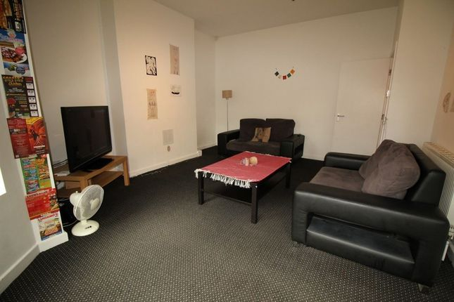 Thumbnail Property to rent in Chestnut Avenue, Hyde Park, Leeds