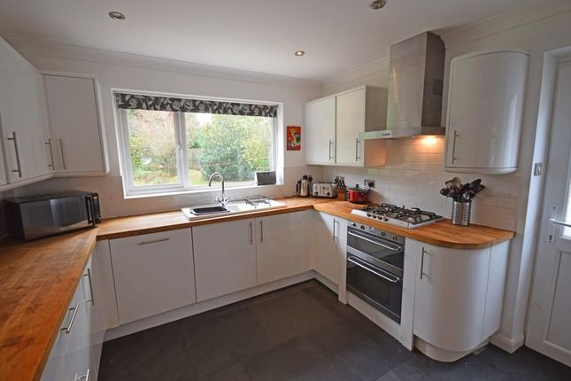Thumbnail Detached house to rent in Pine View Close, Chilworth, Guildford