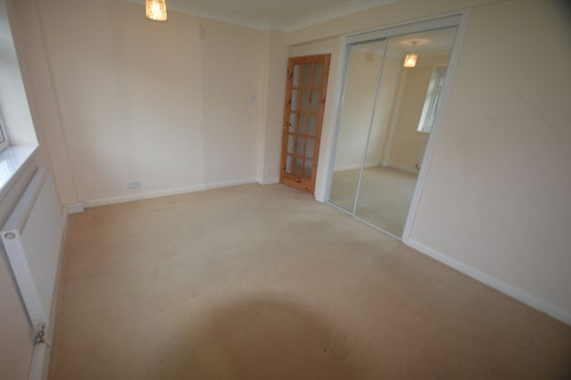 2 bedroom flat to rent in Lower Warberry Road, Torquay