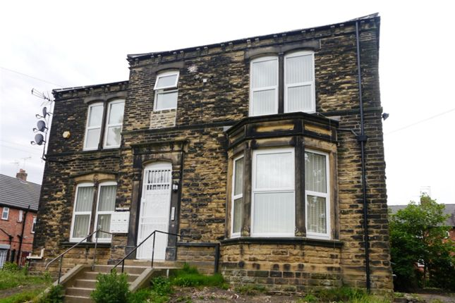 2 bed flat to rent in The Gardens, Farsley