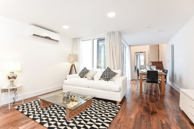 Thumbnail Flat for sale in Prescott Place, London