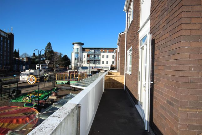 3 bed flat for sale in Abbey End, Kenilworth
