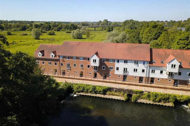 Thumbnail Town house for sale in Bracondale Millgate, Norwich