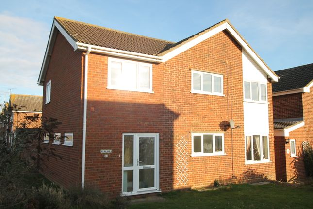 4 bed detached house to rent in Western Avenue, Felixstowe