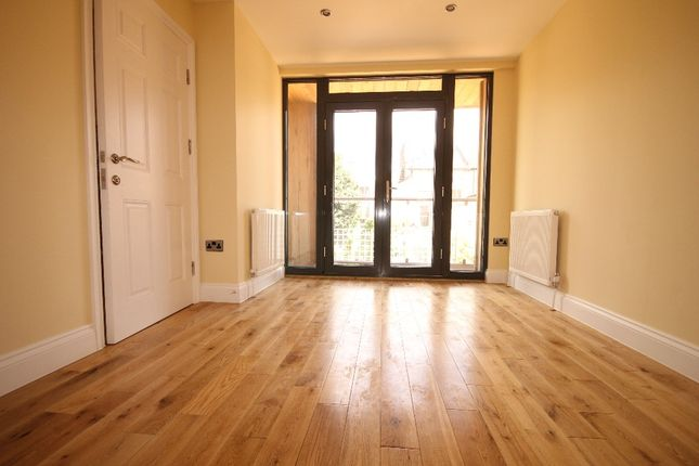 Thumbnail Terraced house to rent in Clifden Road, Hackney