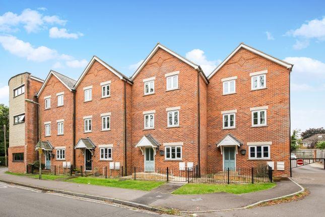 Thumbnail Town house to rent in Caldecott Road, Abingdon