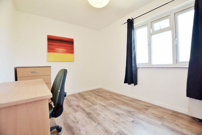 Thumbnail Room to rent in Towers Court, Pole Hill Road, Hillingdon, Uxbridge