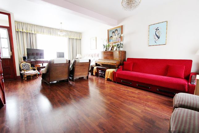 Thumbnail Terraced house for sale in Avenue Road, London