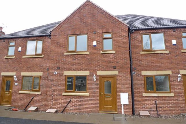 Thumbnail Town house to rent in Toad Hole Close, Kirk Hallam, Derbyshire