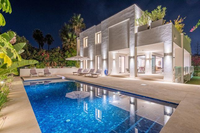 Thumbnail Villa for sale in San Pedro Alcantara, Marbella Area, Costa Del Sol