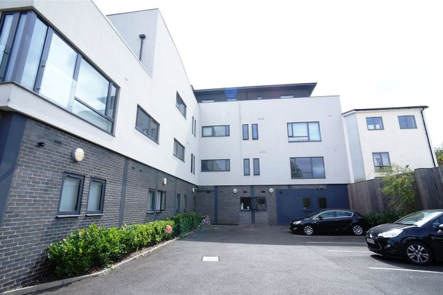 Thumbnail Flat to rent in Hillview Court, 1 Craybrooke Road, Sidcup