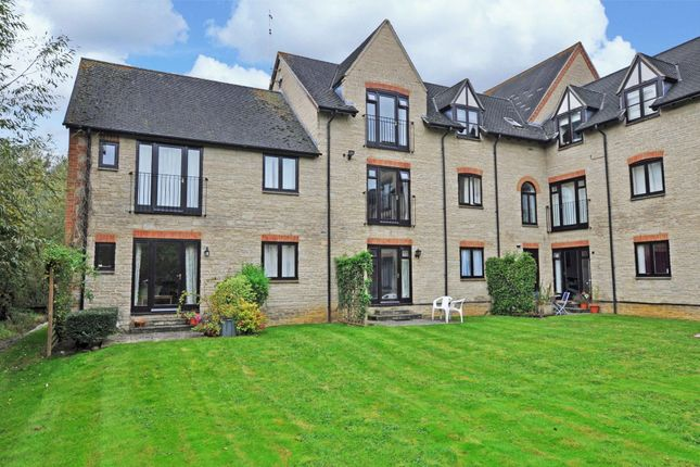 Thumbnail Flat to rent in Ducklington Lane, Witney