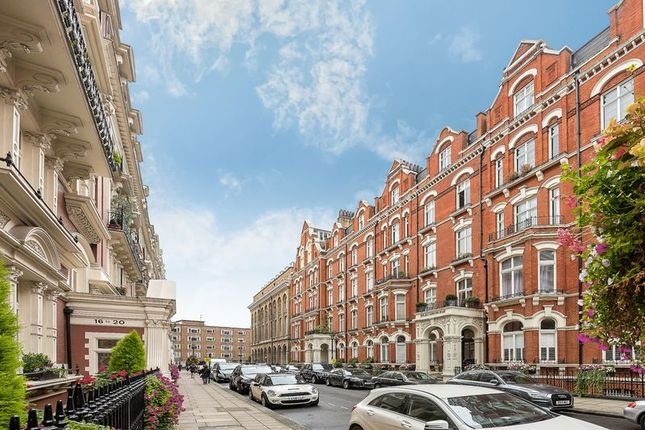Thumbnail Flat for sale in Carlisle Place, London