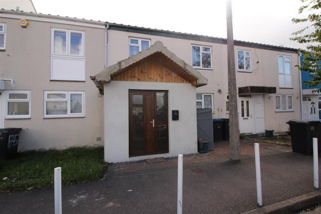 Thumbnail Property for sale in Milwards, Harlow