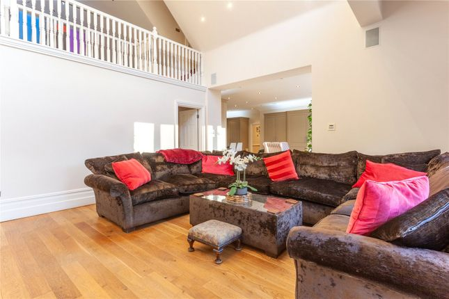 Family Room of Theydon Road, Epping, Essex CM16