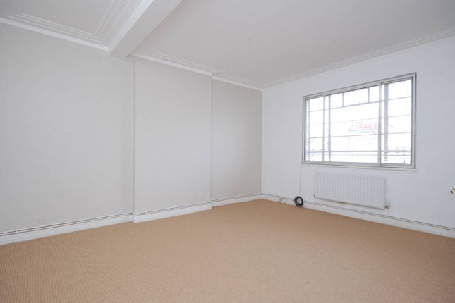 2 bed flat to rent in Gloucester Road, South Kensington