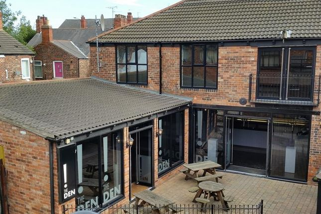 Thumbnail Leisure/hospitality to let in R/O 12 Cottingham Road, Hull