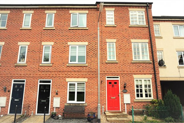 Thumbnail Town house for sale in Eldon Green, Tuxford