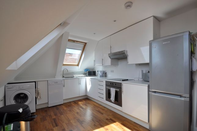 3 bed flat to rent in Canfield Gardens, London