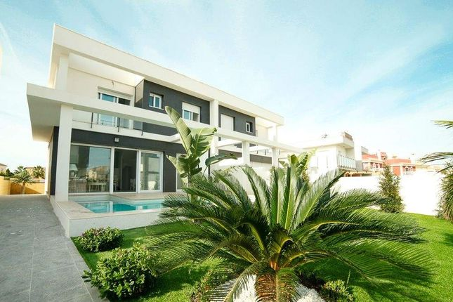 3 bed chalet for sale in Alicante, Spain