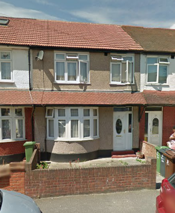 3 bed terraced house to rent in Turnage Road, Dagenham
