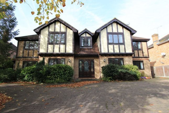 Thumbnail Detached house for sale in High Road, Rayleigh