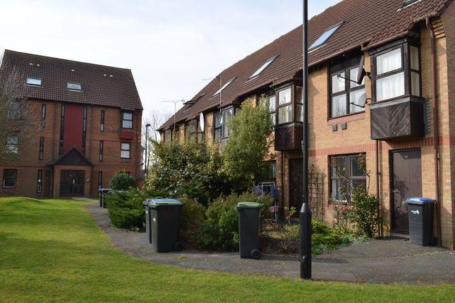 Thumbnail Flat to rent in Pilgrims Close, London