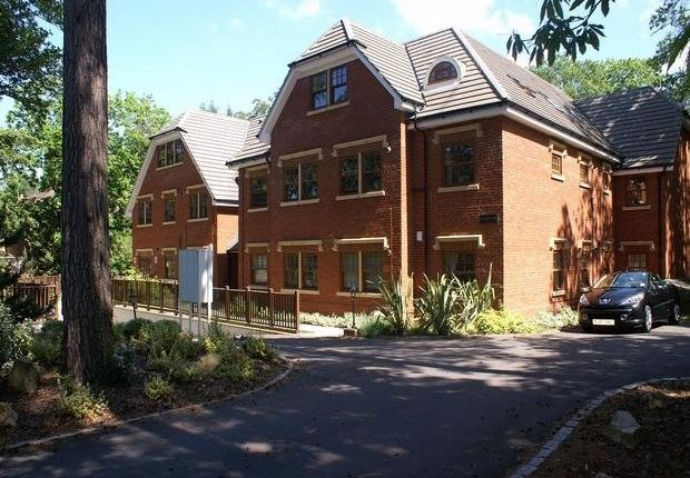 Thumbnail Flat to rent in Upper Chobham Road, Camberley