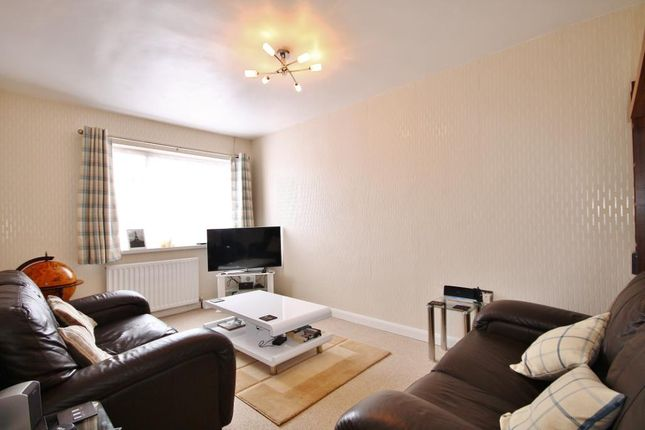1 bed flat for sale in Thurlestone Parade, High Street, Shepperton, Middlesex
