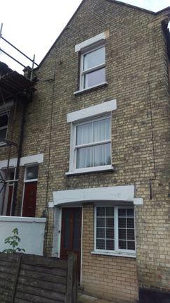Thumbnail Maisonette to rent in Glenthorne Road, Friern Barnet