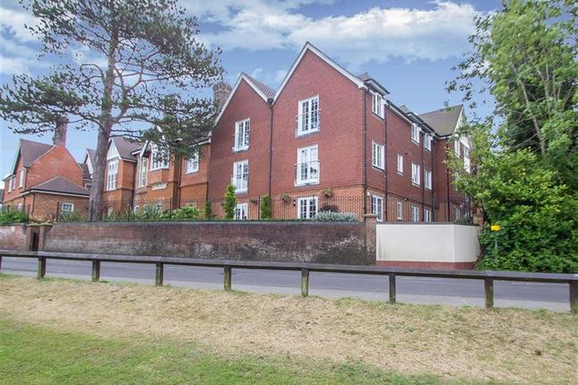 Thumbnail Flat to rent in East Hill Road, Oxted, Surrey