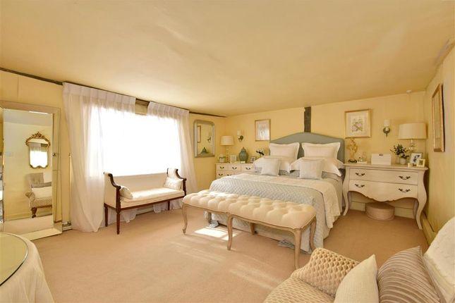 Bedroom 1 of High Street, Tenterden, Kent TN30