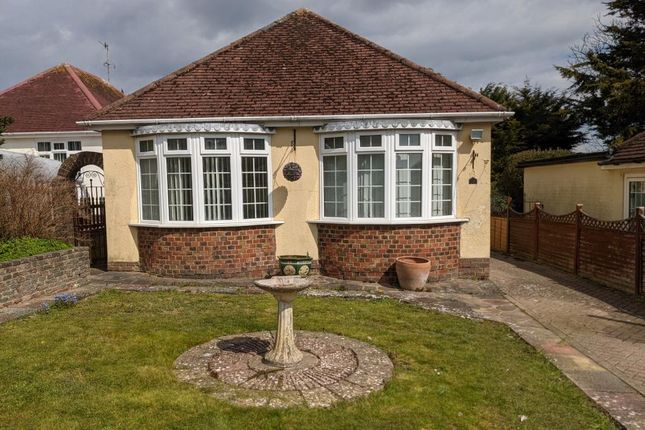 3 bed detached bungalow to rent in Downsway, Brighton BN2