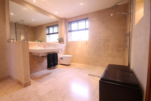 Bathroom of Glebe Wynd, Bothwell, Glasgow G71