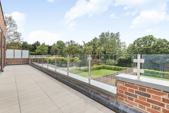 Thumbnail Flat for sale in Knightwood Court, Barnet