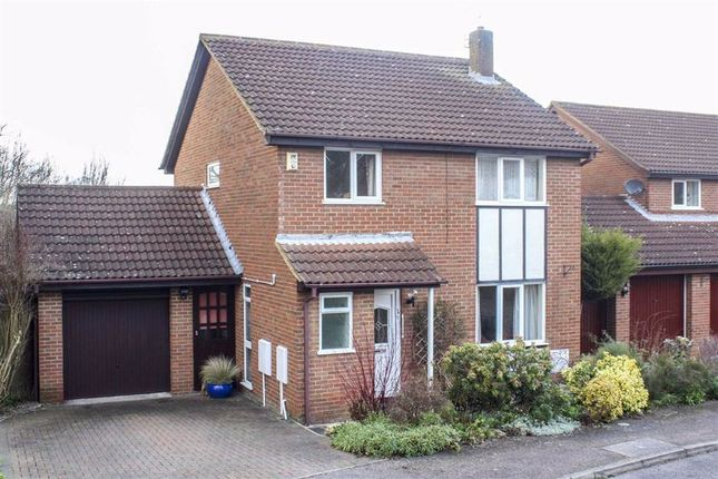 4 bed detached house to rent in Brendon Court, Furzton, Milton Keynes MK4