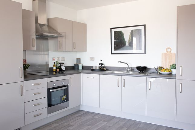 Flat for sale in 18 Purley Way, Croydon