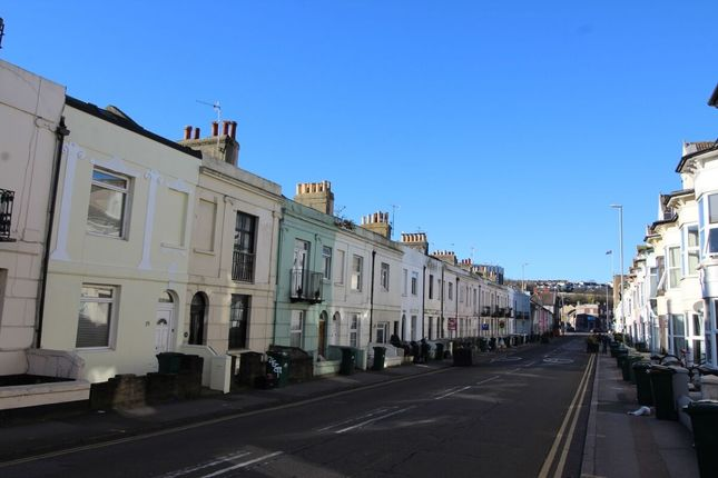 Thumbnail Flat to rent in Viaduct Road, Brighton