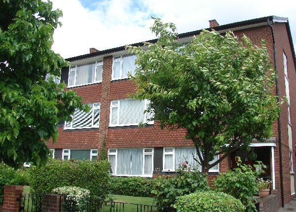 2 bed flat to rent in Durham Road, London